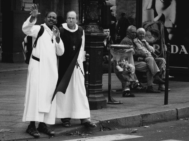 BW Priests, Paris 2010, by ©Gonzalo Bénard