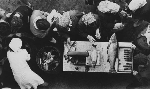 Queue for fish, by Victor Ershov 1970