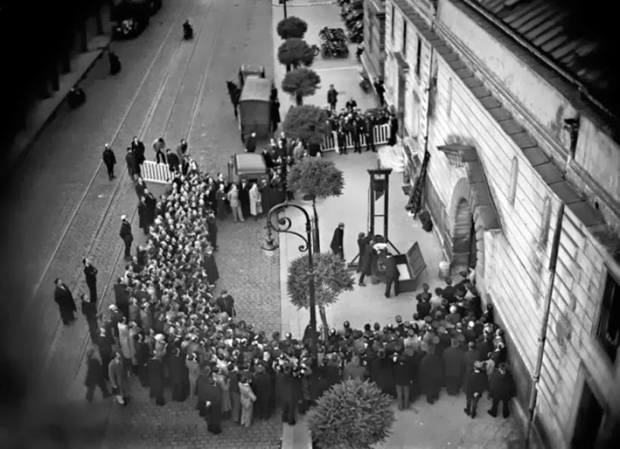 Last public execution by guillotine - Eugène Weidmann, France, June 17th 1939