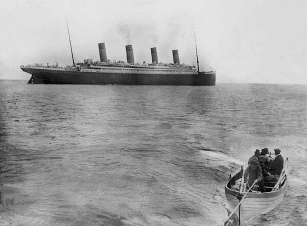 The last picture of the Titanic before sinking (1912)