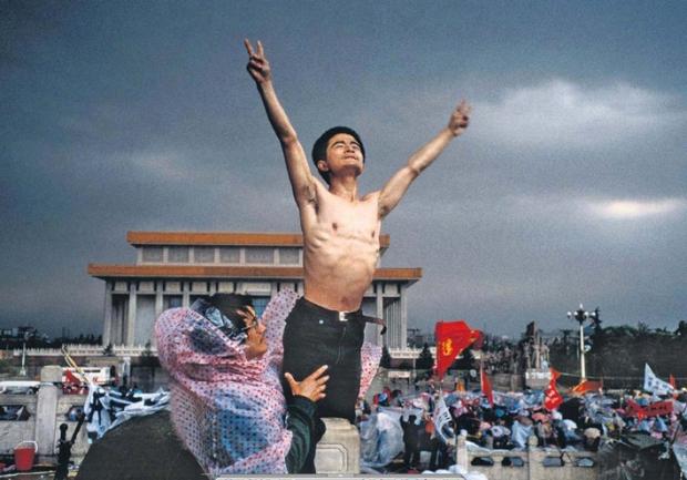 Juin 1989 Pekin  Tienanmen. by Stuart Franklin of Magnum photos